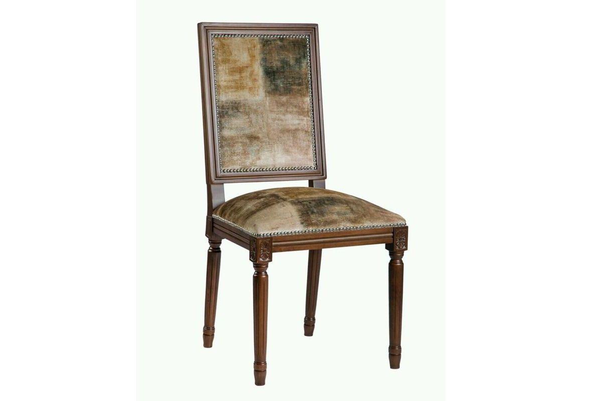 Silla clasica de madera respaldo y asiento tapizado modelo Louvre.
