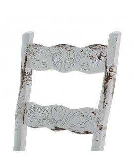 Detalle silla de madera rustica terra color vintage